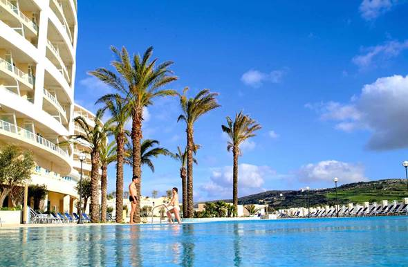 radisson blu golden sands hotel pool